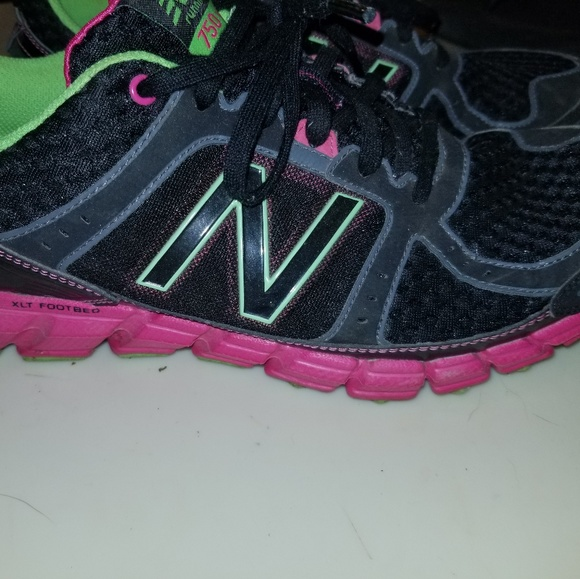 47f7ae4130e5 EUC WOMEN S 750 v1 New Balance running shoe size 9.  M 5b758f0e9539f7b52a4f0dab